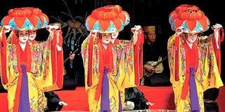 琉球舞踊体験!パワースポット巡り・癒しのヨガ in 沖縄