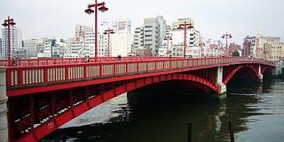 深紅の橋梁は浅草の象徴!酒に甘味に洋食と美味三昧-吾妻橋