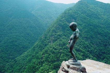 小便岩 祖谷渓の小便小僧 Peeing Boy Statue