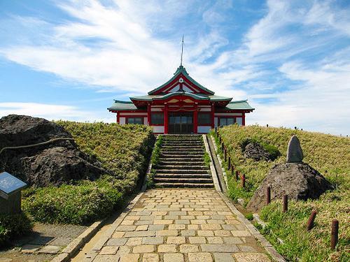 箱根の3神社を参拝しつつ自然もグルメも楽しんで、最後は足湯でスパークリングワイン