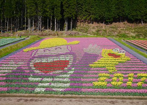 100万本のチューリップ畑とお菓子の神社・菓子祭りを巡る旅