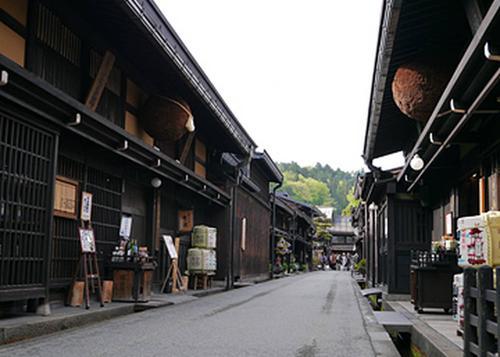 飛騨高山古い町並みで食べ歩きデート