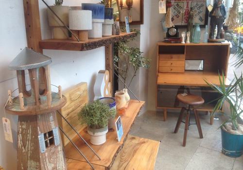 """目黒通りは日本一の""""家具屋通り""""。お気に入りの家具を探し求める目黒の休日。"""