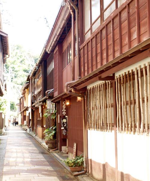 古いものと新しいもの、そして今がまじりあう街「金沢」。金沢のイマを自分の目で見に行きませんか?