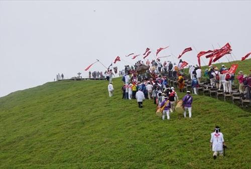 日本百名山の剣山、手軽に登れ緑に覆われたお勧めスポット