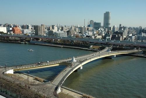 落ち着いた下町情緒が味わえる、大人のための人道橋-桜橋