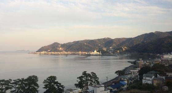 車内から見える伊豆半島