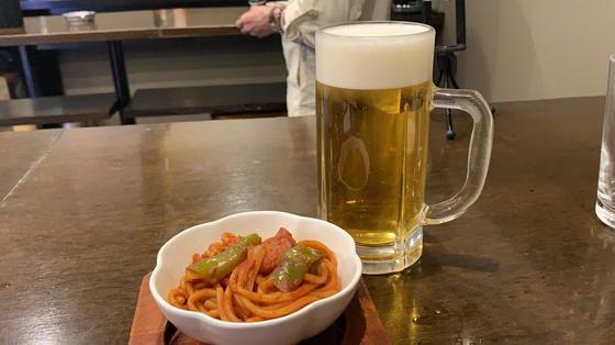 ビール(400円)とナポリタン(100円)
