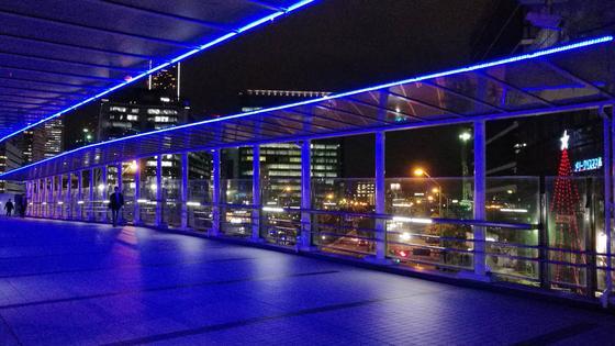 横浜駅からの歩道橋