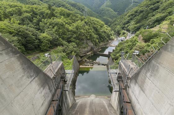 ダムからの眺めは迫力満点!