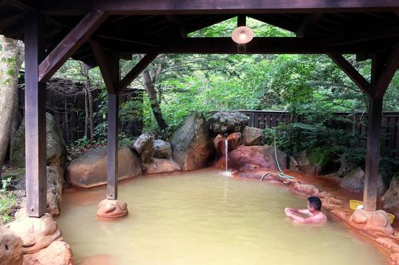 典型的な平湯の温泉