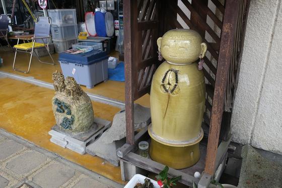 陶器のお地蔵様ですね