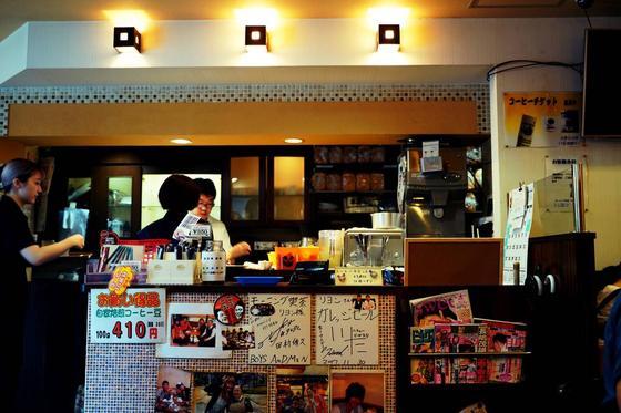 喫茶店らしくない⁉︎活気溢れる店内