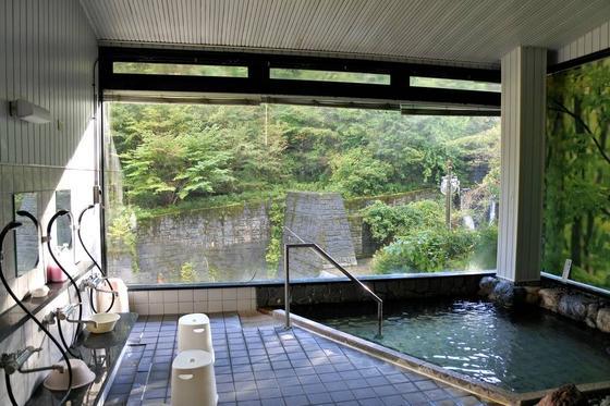眺めが良く開放的な浴室