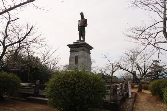 延岡藩主 内藤政挙公の像