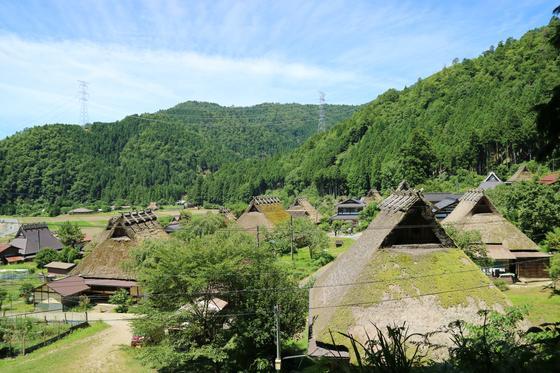 かやぶきの里を見下ろす、鎌倉神社
