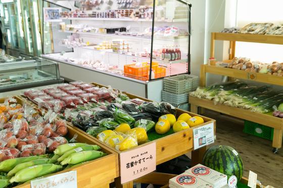野菜や特産物、お土産が買える!