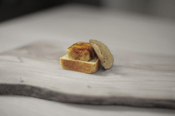 シンボル商品:フォアグラのブリュレとエスプレッソの食パン