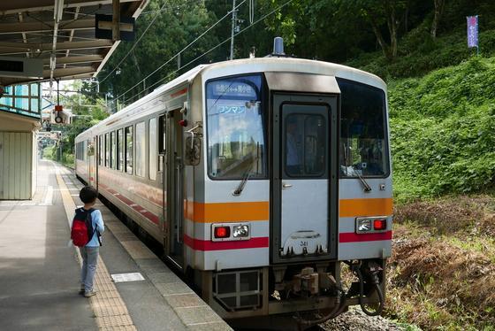 次に乗る列車は糸魚川行き