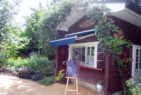 ガーデン内のカフェ