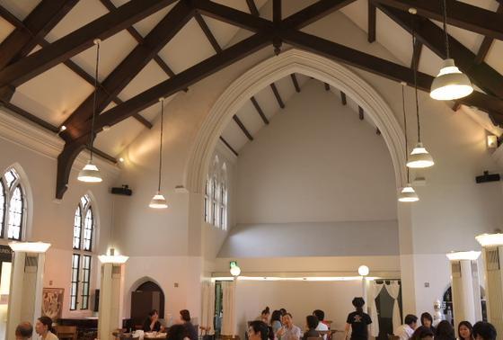 元教会のオシャレなカフェ