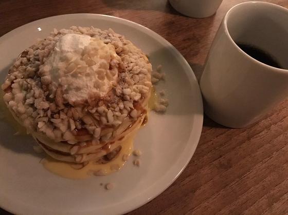 マカダミアナッツのバターミルクパンケーキ