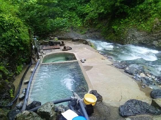 渓谷沿いの混浴露天風呂