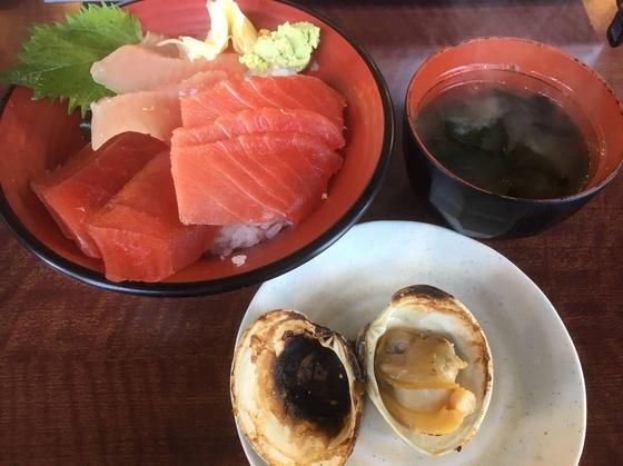 「天然まぐろ丼」の3種浜焼き付き