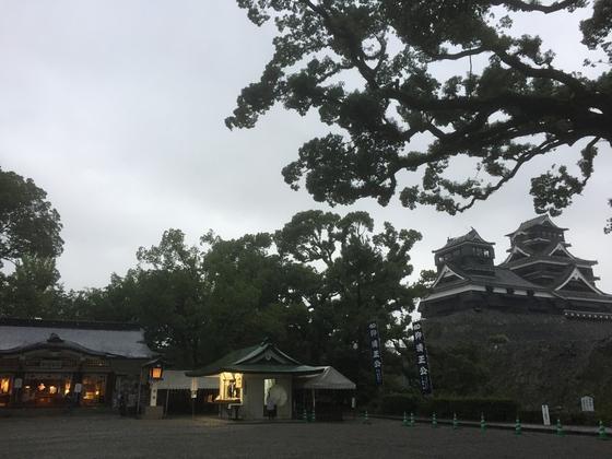 拝殿と熊本城