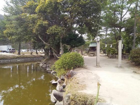 神池・靍島に鎮まる「靍島神社(つるしまじんじゃ)」