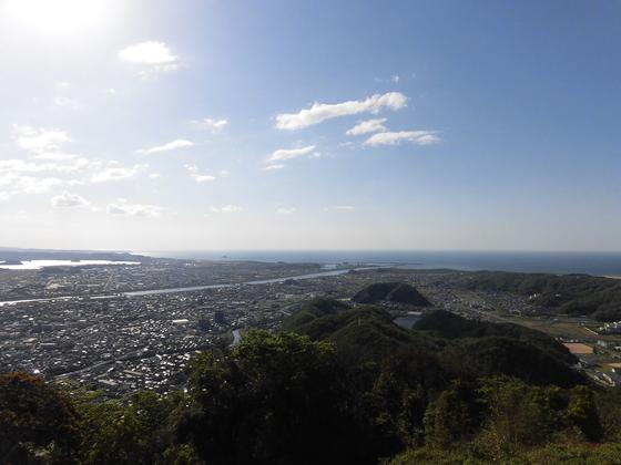 山頂付近から鳥取市街を一望