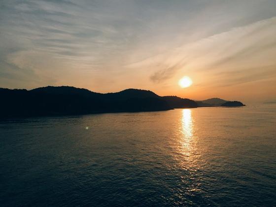 早朝出発で、高松港へ!