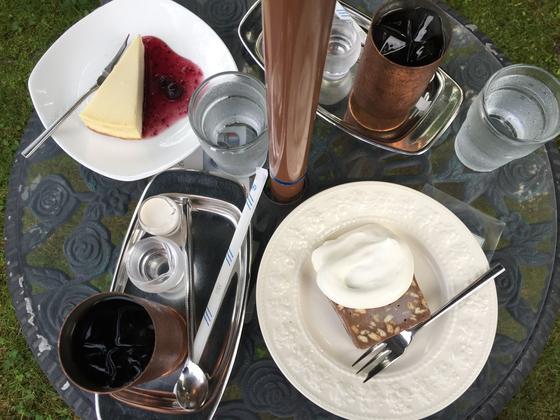 名物はチョコレートケーキと水出しコーヒー