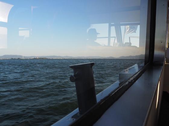 水上から琵琶湖を眺めてロマンチック