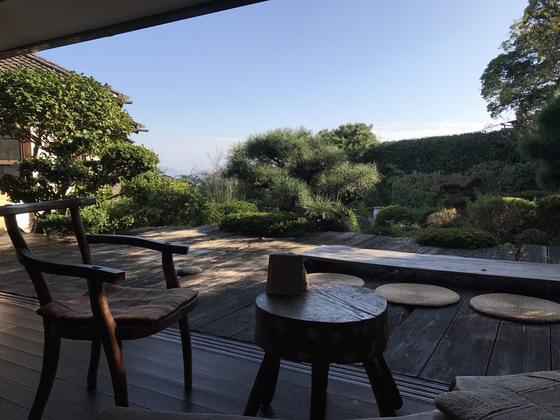 庭のテラス席