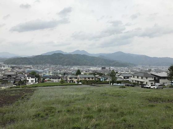 この神社の近くの道からの見晴らし