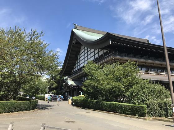 三門脇の巨大な建物