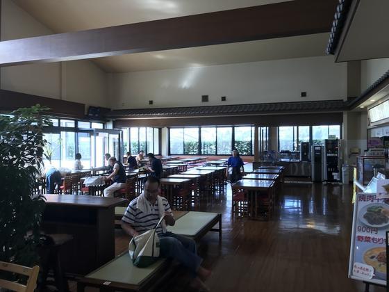 広い食堂です。