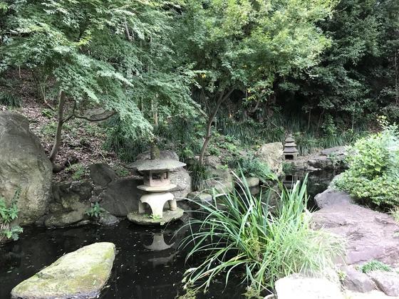 庭園ちっくな池まであります。