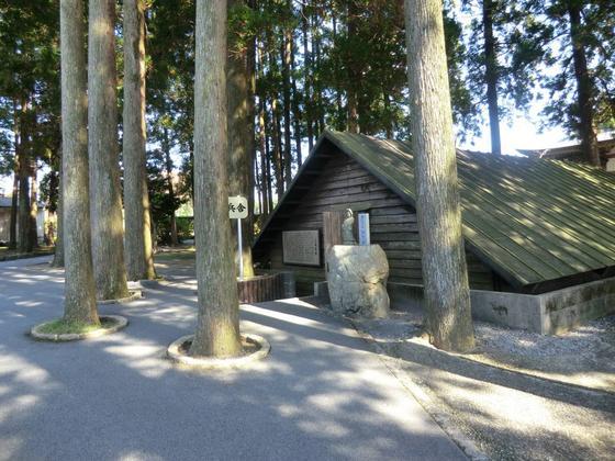 三角兵舎(復元)