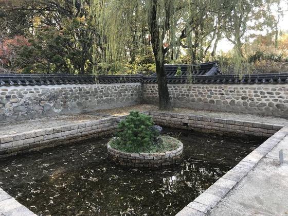 石組みの池