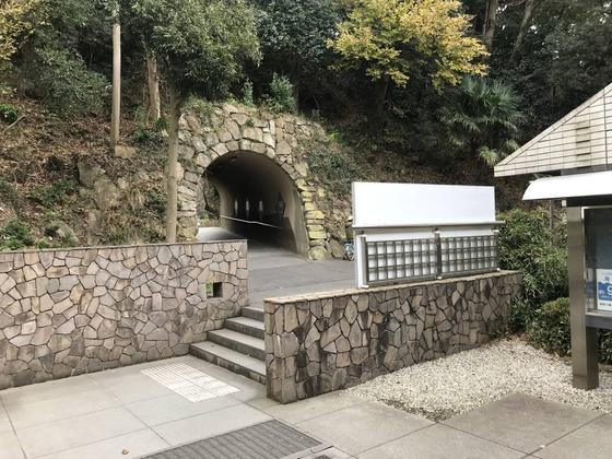 称名寺入り口