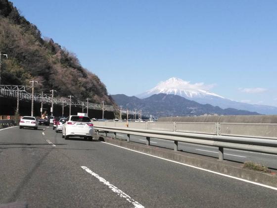 国道1号線から見る富士山