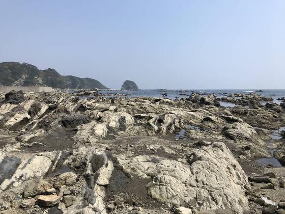 奥の小島は劔崎