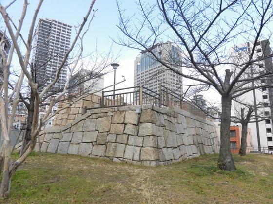 模擬石垣と模擬天守台