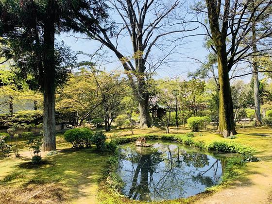 新霊宝館前のお庭
