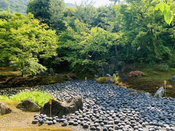 瀧門瀑(写真  真ん中奥)