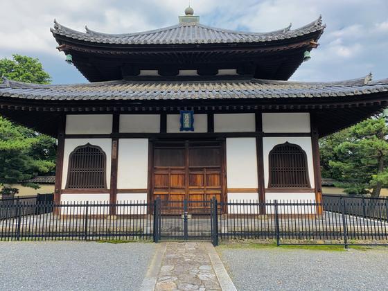 経蔵(重要文化財)