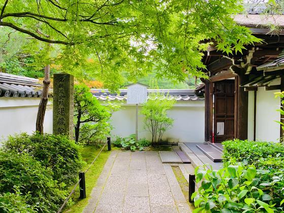 袴腰の大玄関(国の重要文化財)