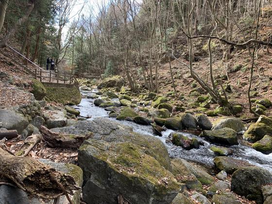 滝の下から流れる川